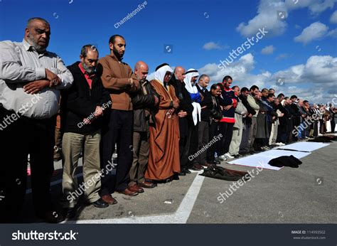 erez crossing december 31 muslim palestinian arabs pray