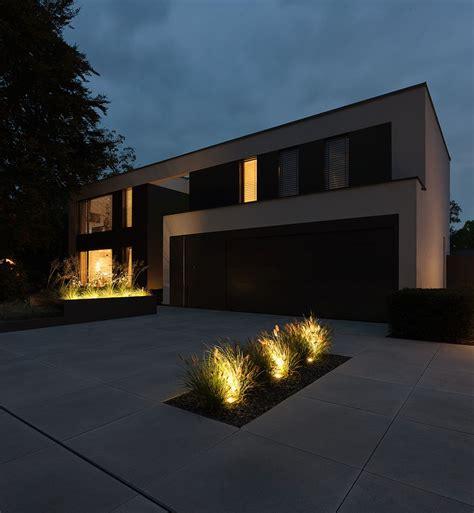 beleuchtung vorgarten moderne architektur einfahrt mit metten betonsteinplatten