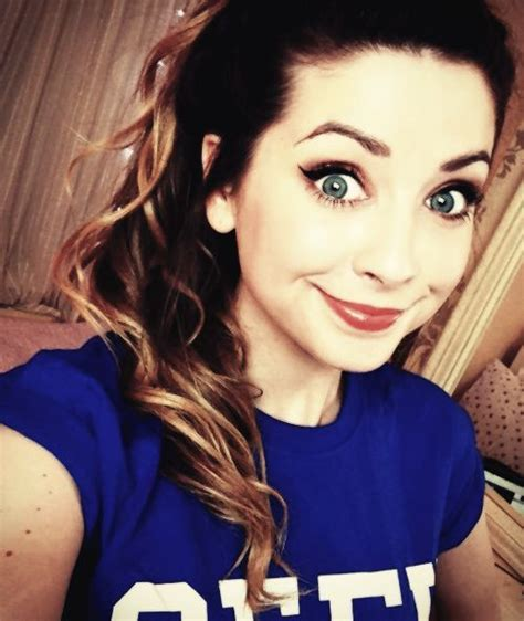 Or Zoella Zoe Sugg Zoe Sugg Zoella Zoella So Happy And She Is