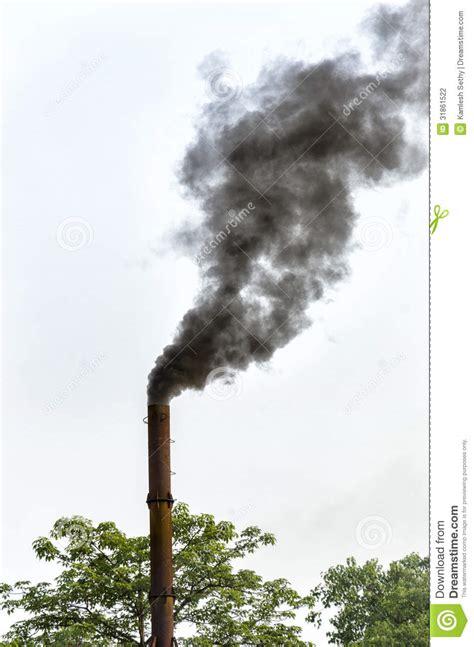 fumo camino camino e fumo fotografia stock immagine 31861522