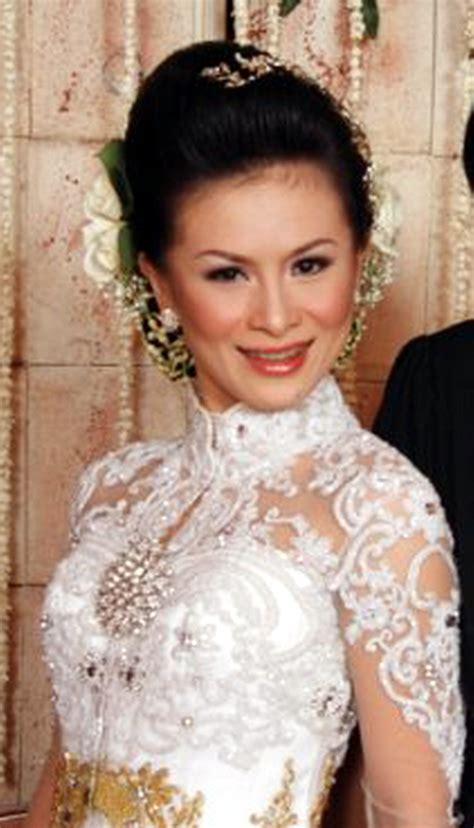 Set Kebaya Bali Modifikasi kebaya bali modifikasi 2012 hairstylegalleries