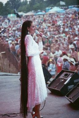 country singer with hair to the floor 126 best crystal gayle images on pinterest country music