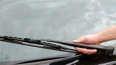 Karet Wiper Cara Mengatasi Karet Wiper Berbunyi Mencuit Mobilmo