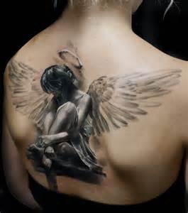 photo tatouage femme un grand dans le dos