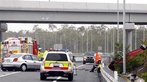 blibli weather several people hurt as three car crash closes sunshine