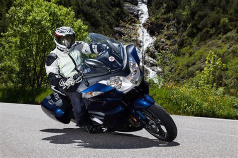 Triumph Motorrad Zubehör Online Shop by Video Triumph Trophy Se Test In Den Alpen
