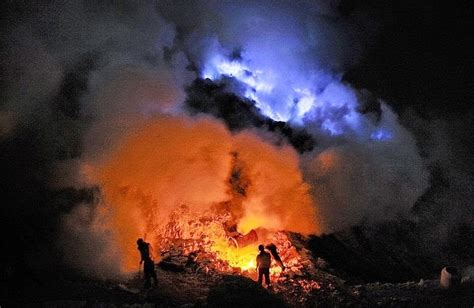 Neon Blue Lava L by Spectacular Neon Blue Lava Pours From Indonesia S Kawah