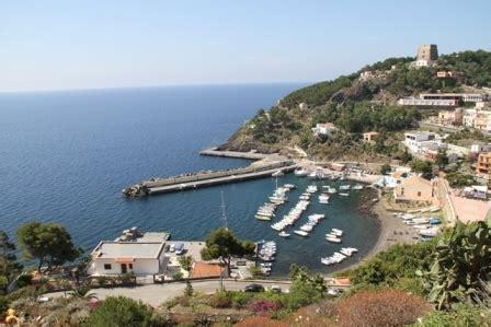 mari e venti porto empedocle sicilia nessun vettore marittimo vuole collegare ustica