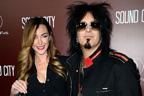 nikki sixx and courtney bingham nikki sixx s wife hoping to start family after final tour