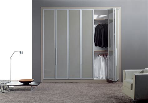 Closet Bifold Door by Bifold Closet Doors Ideas And Design Plywoodchair