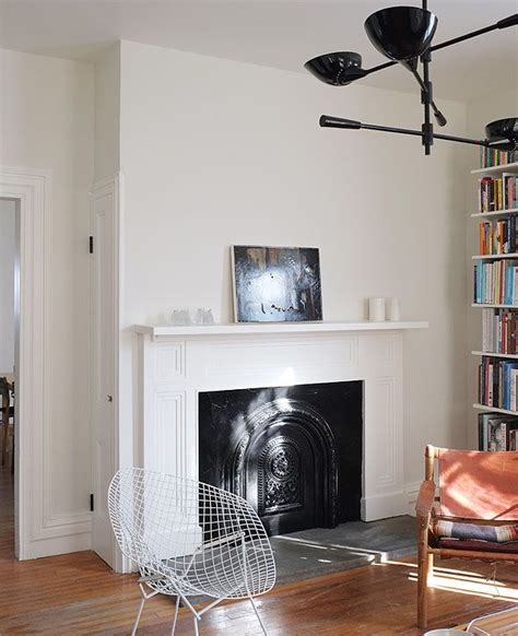 Flat Or Satin Paint For Living Room by Walls Benjamin Soft Chamois Flat Ceiling Moldings Benjamin Simply White Flat