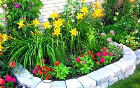 aiuole fiorite con sassi progetto realizzazione aiuole fiorite idee giardinieri