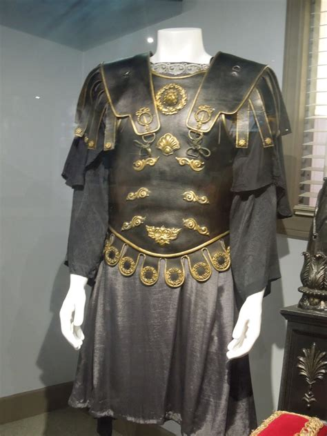 gladiator film costumes hollywood movie costumes and props commodus costume and