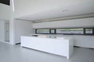 Modern Kitchen With White Cabinets Modern White Kitchens The Interior Designs
