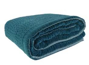 dessus de lit bleu reverba
