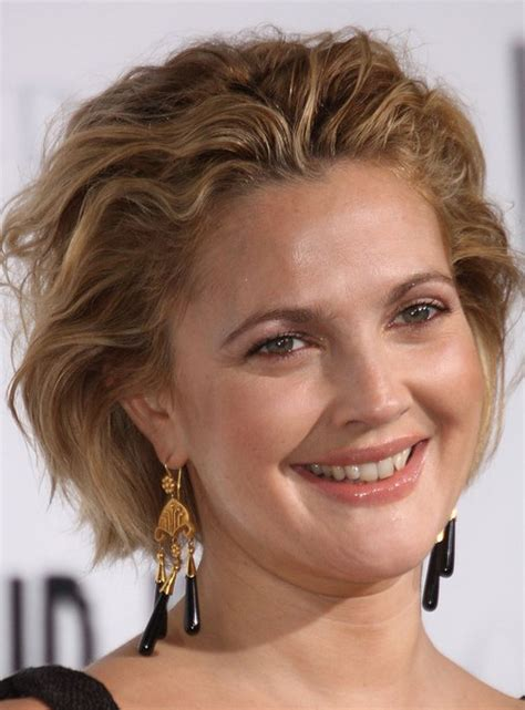 short hair that can be pulled back drew barrymore s short pulled back wavy hairstyle