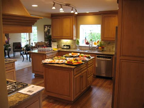 Interior Design Kitchen Colors by Finding The Best Kitchen Paint Colors With Oak Cabinets