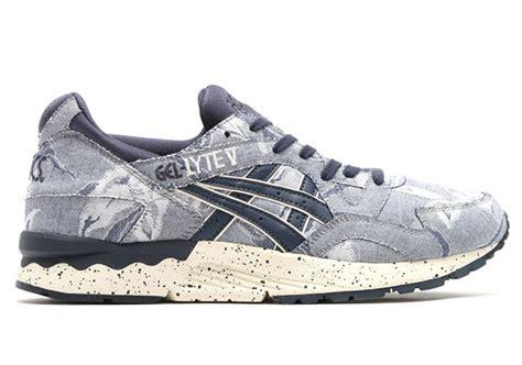 Sneakers Sepatu Asics Gel Lyte V Denim Pack Original Premium 39 44 asics gel lyte v pairs denim twill with floral prints sneakernews