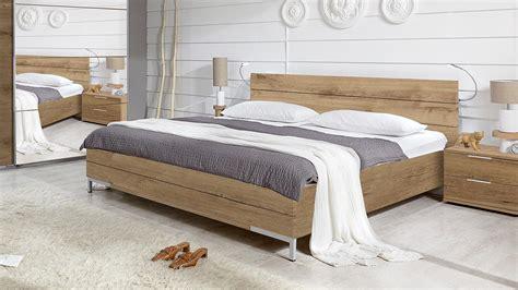 futonbett komplett 180x200 bett futonbett f 252 r schlafzimmer in plankeneiche