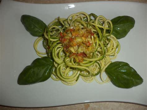 sugo con fiori di zucchine spaghetti ai fiori di zucchine vegan ricette