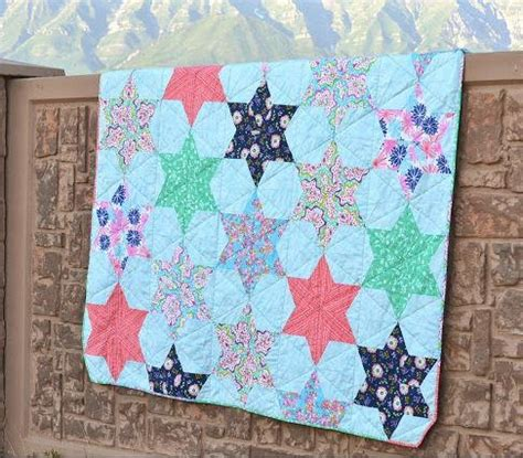quilt pattern types aqua isosceles triangle quilt pattern favequilts com