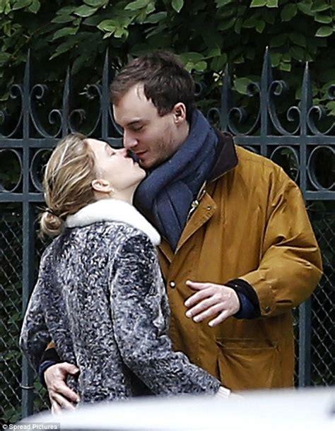 lea seydoux parents spectre actress l 233 a seydoux goes enjoys walk with