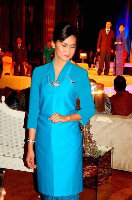 batik air fleet age garuda indonesia uniform fashion show world stewardess crews
