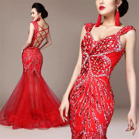 Chinese wedding dress for women is usually a one piece dress