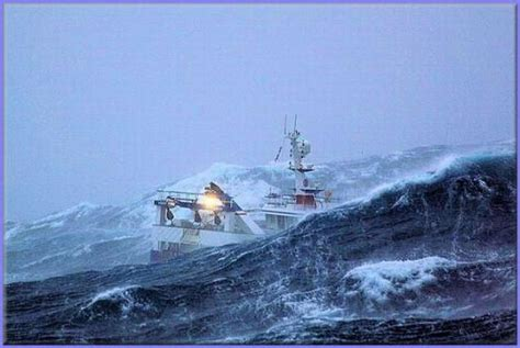 fishing boat caught in storm fishing boat caught in a storm 7 photos page 1