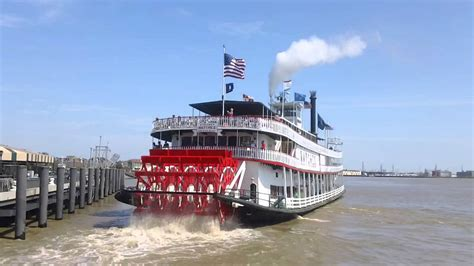 riverboat cruise up mississippi river mississippi river natchez steamboat cruise new orleans usa