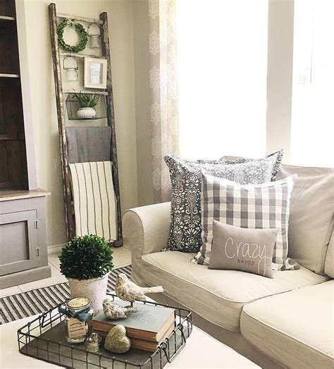 Thursday Three City Move To The Country by Best 25 Country Farmhouse Decor Ideas On