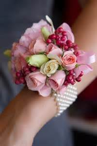 How To Make A Wristlet Corsage The Perfect Wrist Corsage For Prom