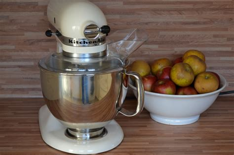 Kenwood vs. Kitchen Aid: which mixer is best?