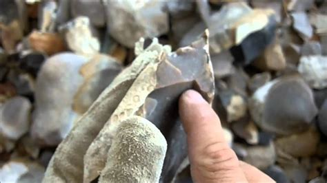 how to find flint in your backyard 201 2 2 spalling chert flint for flintknapping youtube