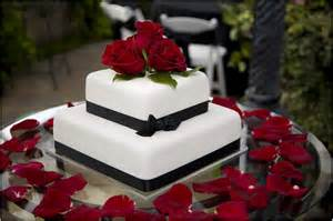 delicious square wedding cakes with roses ideas