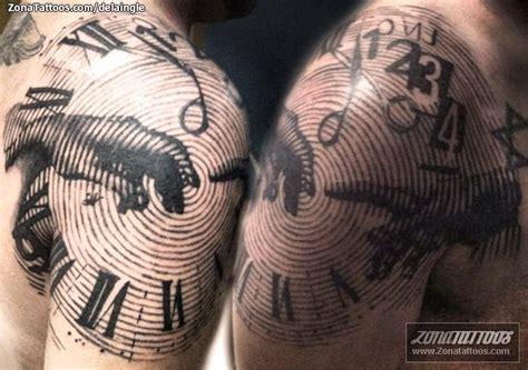 imagenes de corazones saliendo del pecho pin tatuaje estilo punk calavera con alas de fumar un