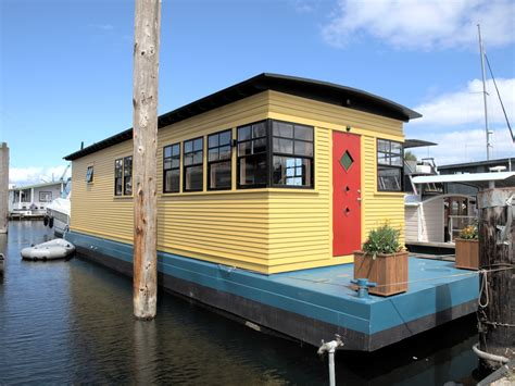 picture of boat house lake union living seattle