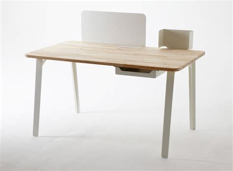 Small Working Desk by Mantis Desk Creates Efficient Work Area In Small Spaced