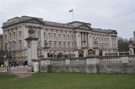 buckingham palace facts freddy frog in london buckingham palace travels with