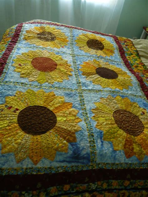 Sunflower Quilt by 25 Best Ideas About Sunflower Quilts On
