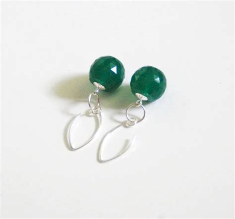 13 90 Ct Ruby gorgeous 28 90 ct green jade briolette dangle drop