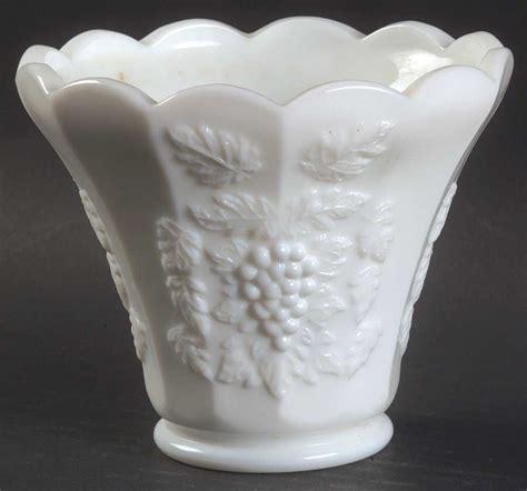 Westmoreland Milk Glass Vase by Westmoreland Paneled Grape Milk Glass Flower Pot Vase 769726 Ebay