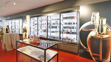 vetrine illuminate arredamento negozio a verona prodotti pulizia igiene
