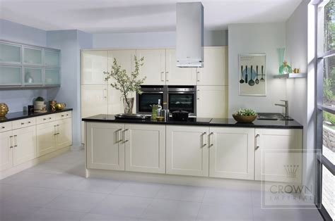 cream shaker kitchen ideas shaker kitchens kitchenrooms