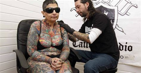 tattoo fixers place blind woman s 416 hours of pain to get full body tattoo