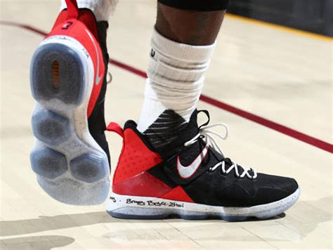 lebron playoff shoes lebron leads cavs to 2 0 series lead in nike lebron