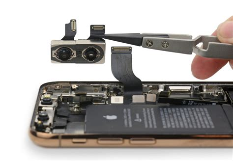 iphone xs teardown shows few changes aside from the battery