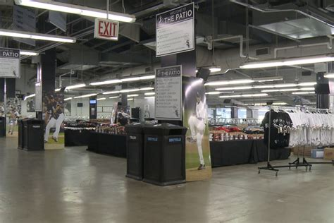 Chicago Garage Sales by White Sox To Sell Seats Signs From Comiskey At Annual