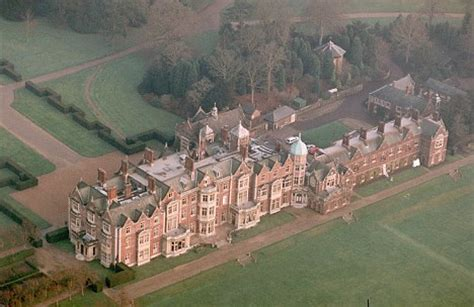 gives william a cottage at sandringham for his 30th