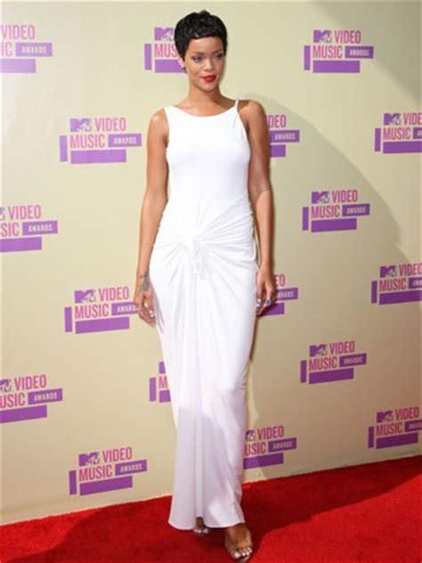 Shows New Do At The Awards by Vmas 2012 Rihanna Shows Chic New Haircut Poll